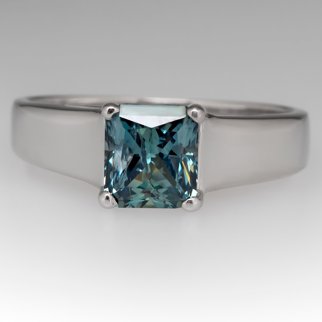Green blue Montana sapphine ring