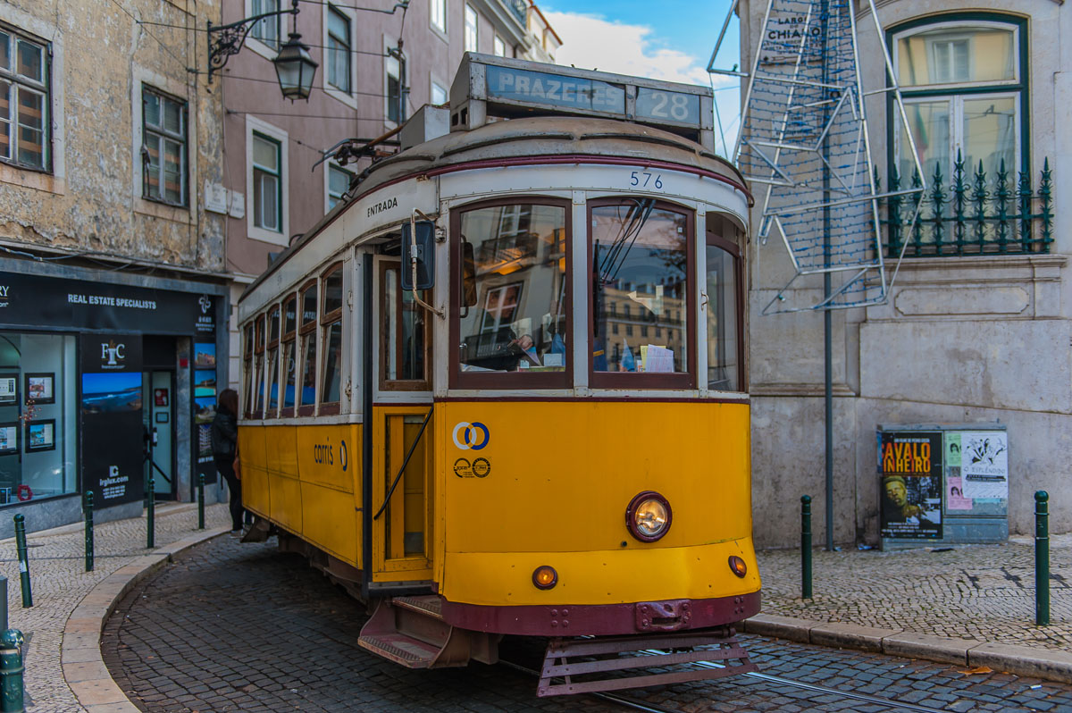 Lisbon 28 route yellow tram discover city