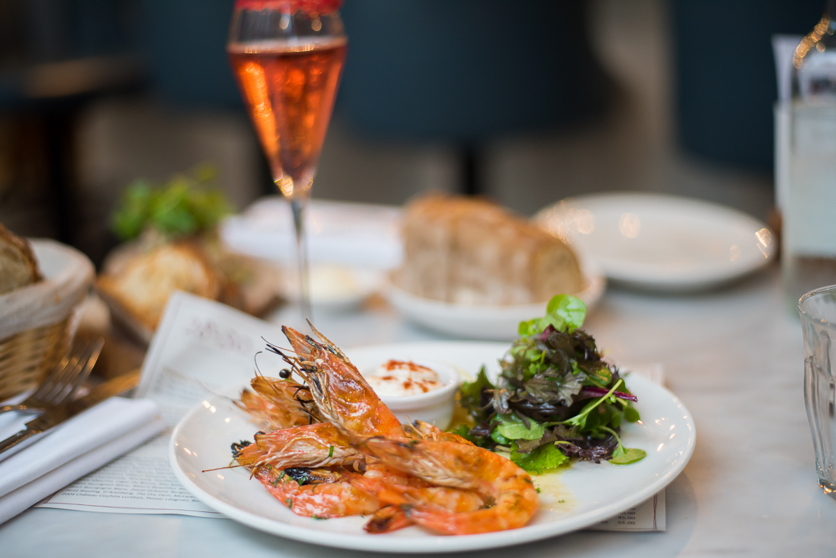Grilled prawns with garlic butter