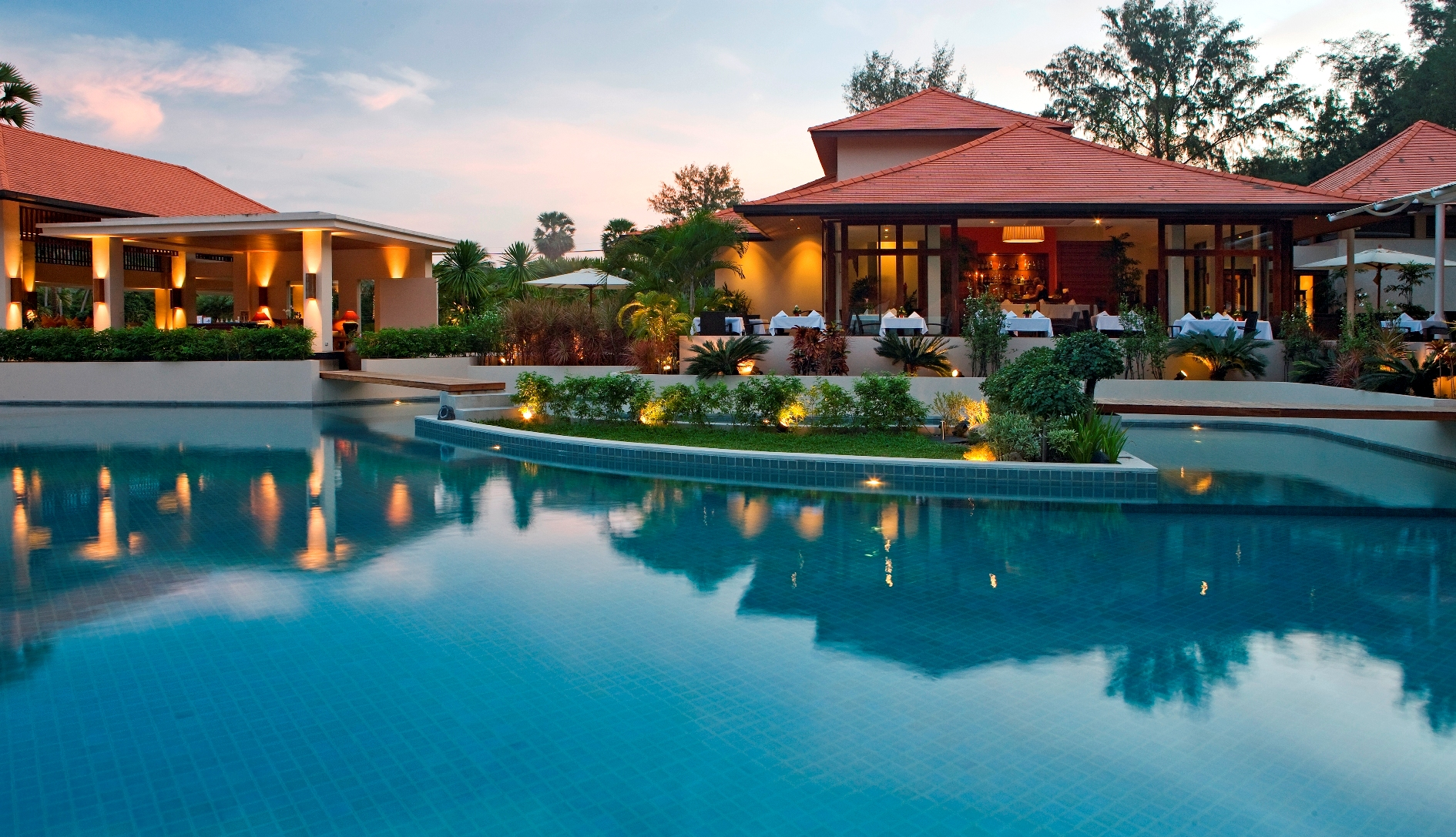 luxury hotel in phuket