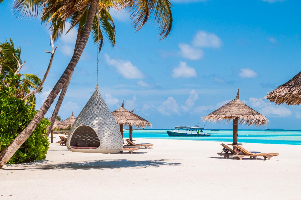 Luxury hotel Anantara Dhigu beach view