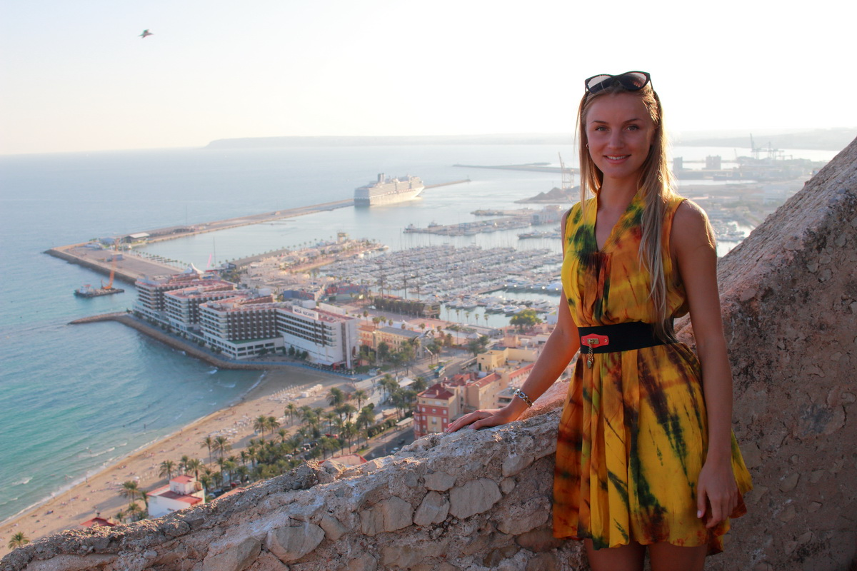 smiling girl explores Alicante