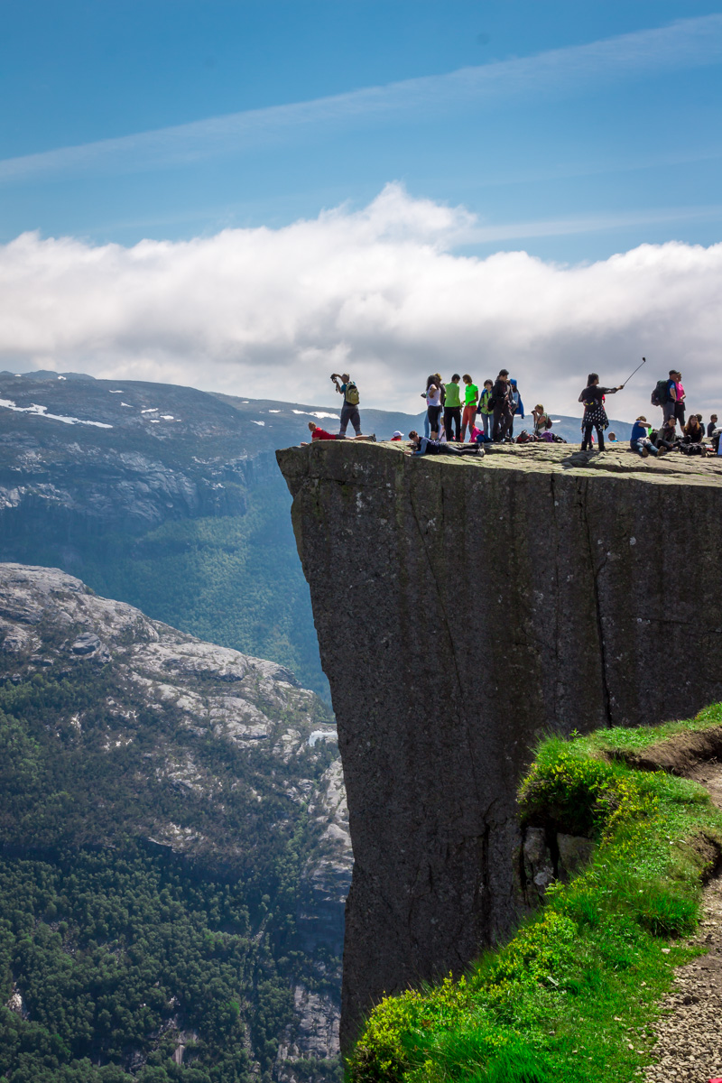 Tourists at Preikestolen