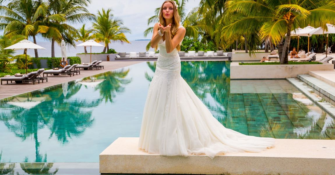 Beautiful bride in Park Hyatt Hadahaa