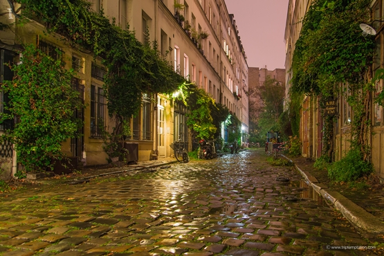 Old cozy Paris street wallpaper