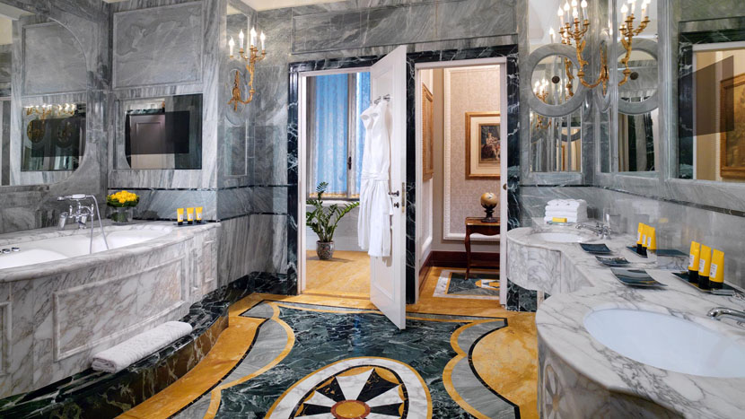 Book a luxuty hotel suite in Rome