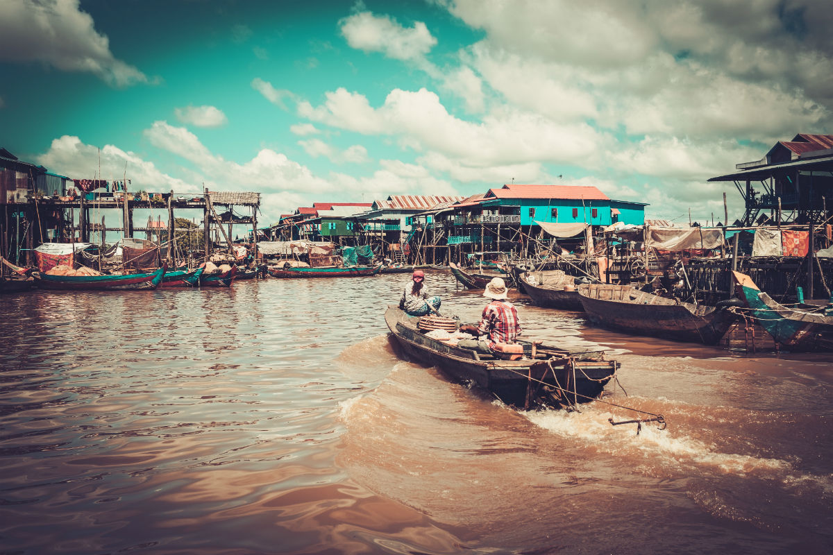 A boat trip to a floating village