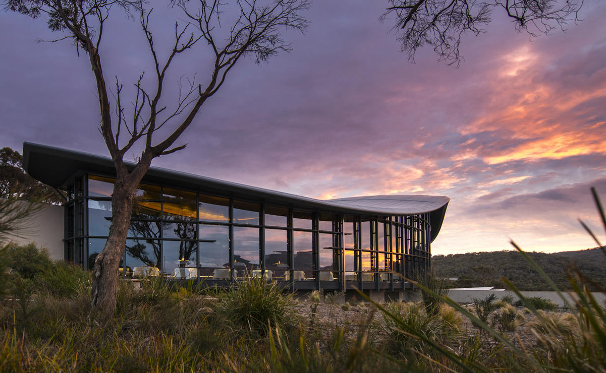 Amazing sunset luxury hotel Tasmania