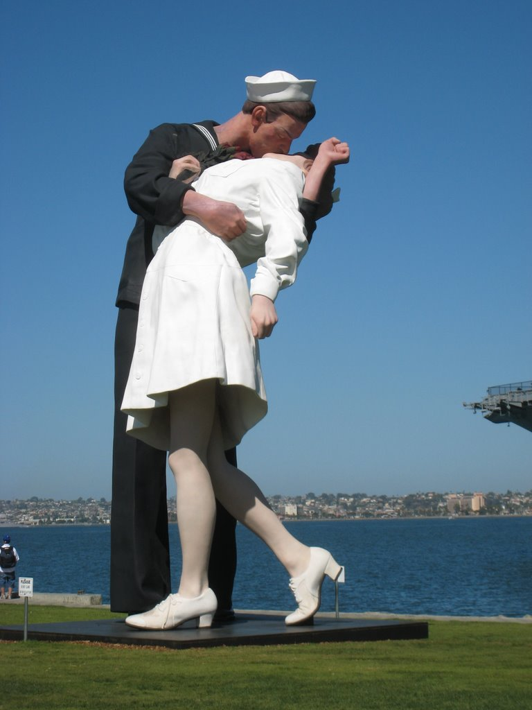 Kissing Monument in San Diego