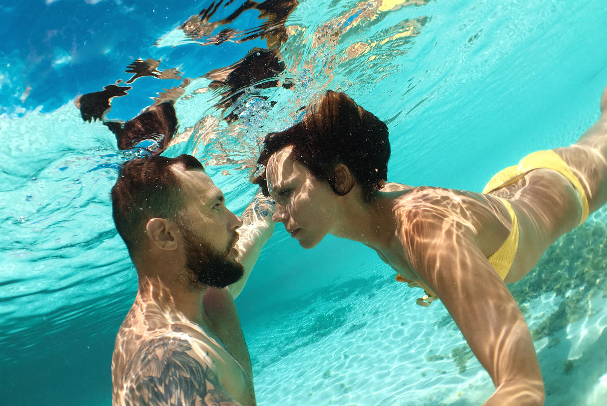 Couple under water in the Bahamas