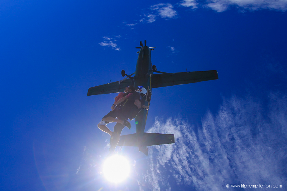 Flying with the parachute - skydiving