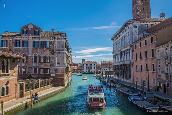 Venice boats Wallpaper