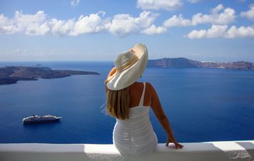 Greek Luxury: Discover the Splendor of Santorini Island